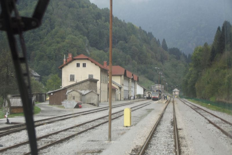In background of station Podbrdo see southern portal of tunnel Kobla (Photo: Lothar Brill)
