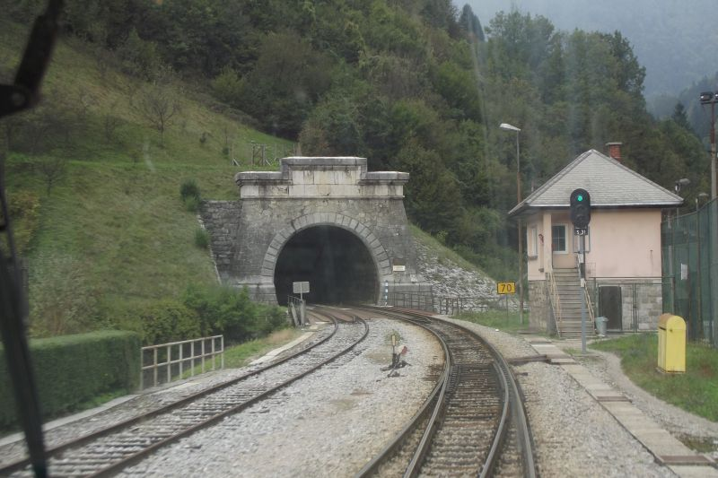 Environment with switchboard at southern portal of tunnel Kobla (Photo: Lothar Brill)